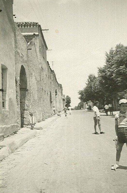 Mandas, via Cagliari. A sinistra il Caseificio Garau